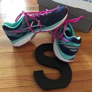 Basically brand new Asics tennis shoes.